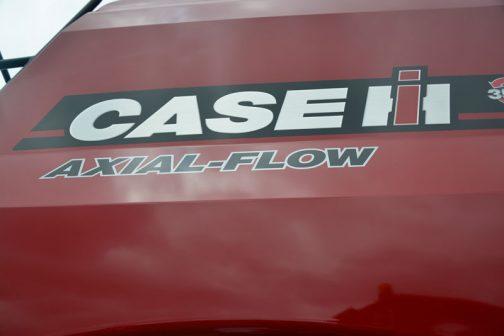 Axial-Flow、いったい何のことか調べてみたのですがよくわかりませんでした。コンバインの中身は空気と穀物が流れる巨大な唐箕。そんな流れから来ているのかなぁ・・・
