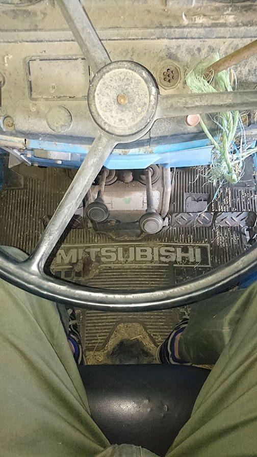 同じく運転席。同時期のMT2201bとはレイアウトは一緒なのに各部が微妙に違います。