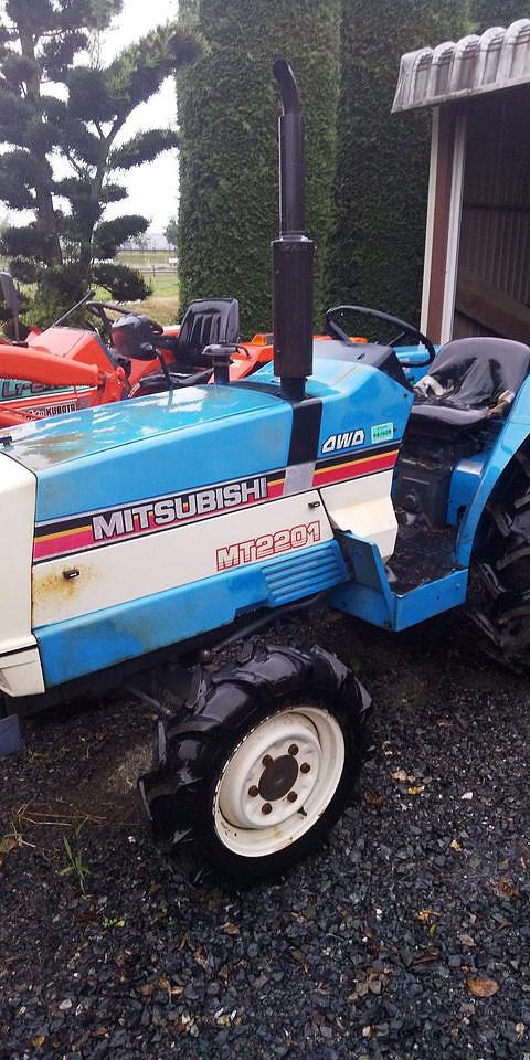 こちらがNさんが送ってくれた三菱パルシード、MT2201の写真。MT2201と4WDの文字。
