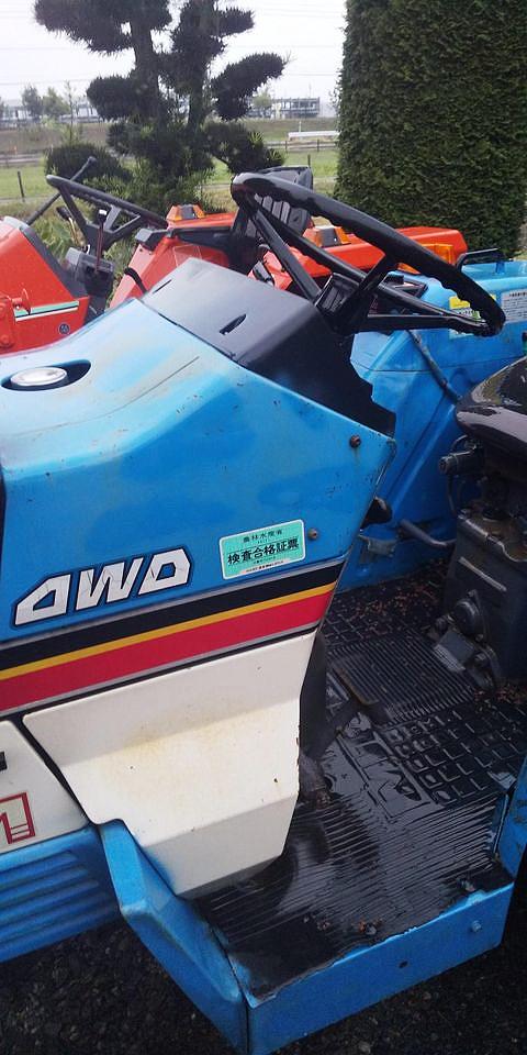 こちらがNさんが送ってくれた三菱パルシード、MT2201の写真。 四駆には4WDの文字。サイドのラインの順番は上から黒/黄/赤です。