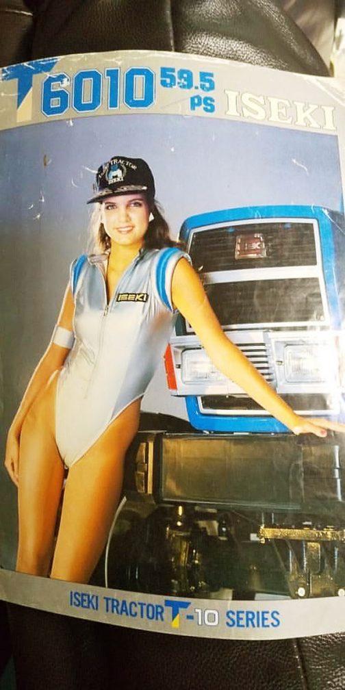 イセキT6010のカタログです。ハッキリ言ってトラクターより、衣装といい匿名おねえさん(外国人女性)のほうが目立ってます。