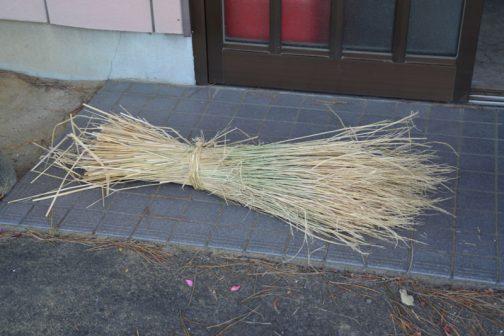 しめ縄を作るための材料。
