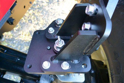 ヤンマーYT4104Aのピボットフェンダーはずいぶん角が立ち、シャープな印象です。
