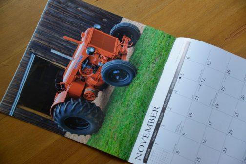 こうやって見ていくと、トラクターの写真は背景が大事ですね!