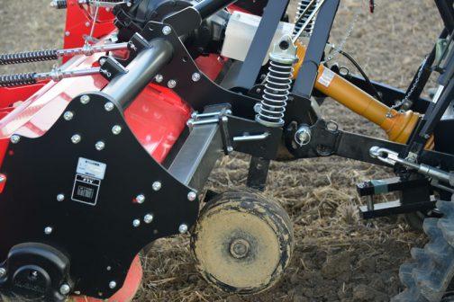カタログによると ■ホイールゲージ トラクターに合わせて調整し耕耘を安定させるホイルゲージ