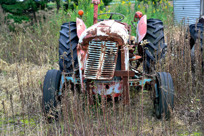 改めてFE35は、tractordata.comによると1956 - 1960年、スタンダード社製2.2L4気筒34馬力ディーゼルでした。