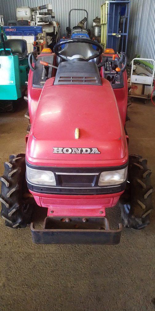 屋根がないのが残念です。ホンダTX18。ホンダだからそう思うのか、車っぽい顔つきです。