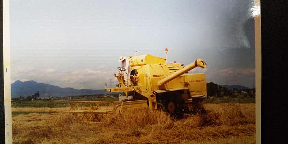 今ではすっかり自脱型コンバインにとって代わられた感のある、稲作地帯での汎用コンバイン。2代目、3代目が稼働しているというのを以前1例見ましたけど、他にもあったということはとても興味深いです。