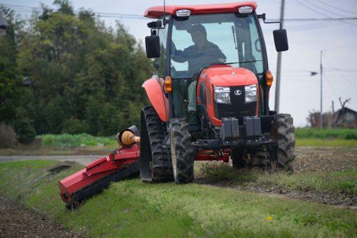 去年は5月に入ってからのスタートでした。季節が早く回ってきたため、草の伸びも早いのでしょう。スライドモアの草刈りも去年より1ヶ月早くスタートです。