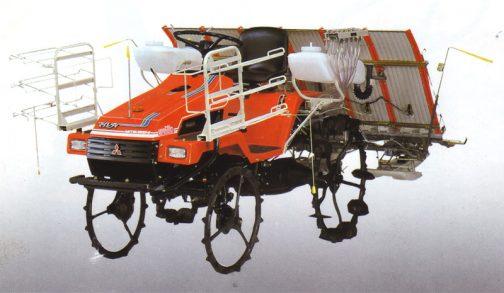 トラクターに全く似ていません。かなり田植機らしくなっています。トラクタータイプだと使い勝手が悪かったのでしょうね。