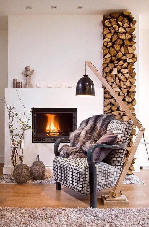 こちらもネットで探した写真。これも素敵です。ビルトインの薪ストーブ。というかフルカバーの暖炉?