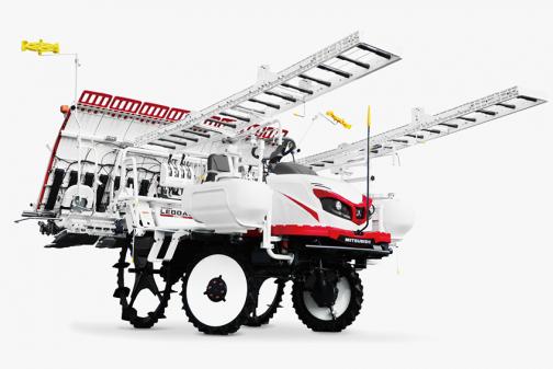 同じ三菱の現行機種は6条植えのLE60ADの標準的なモデルで3気筒のディーゼルエンジンが載っているせいでしょうか?772kgと随分重くなっています。