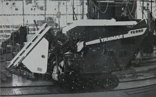 実際には現物が日本のどこかにあると思うのですが、ネットでザクっと見ただけでは『ヤンマー100年史』というヤンマーのサイトにこんな白黒写真しか見つかりませんでした。これじゃ戦前の写真みたいです。