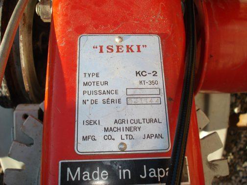 大きくMade in Japan(ちょーーーっとダサい感じ)。フランスで大事に使われているみたいです。そうそう、このKC-2の運輸省型式認定番号は手持ちの資料で農446号とわかりました。