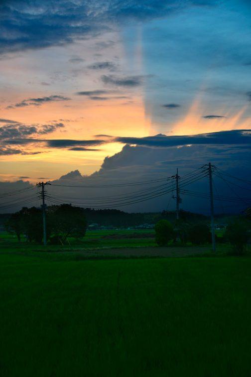 夕方のスペクタクル。光芒が王冠のように見えます。
