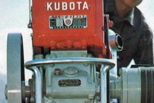 このカタログはそもそも、「この耕うん機に乗っているエンジンが僕が以前見たものに似ている」とShioikaさんが送ってくれたものです。で、それはこの部分じゃないかと思うんです。