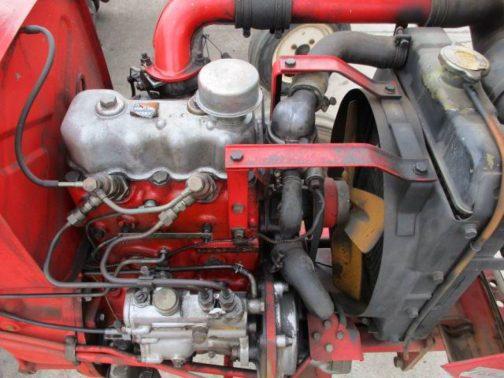 エンジン。きれいです。2気筒の水冷なのがわかりますね。コンパクトないすゞの水冷ディーゼル。もともと空冷のレイアウトだったはずなのにきれいに納まっています。