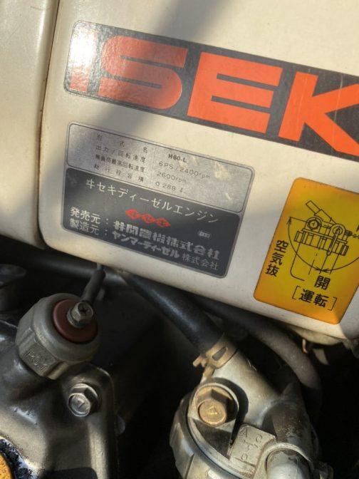 ヰセキディーゼルエンジン(製造元はヤンマーディーゼル) 型式名 H60-L 出力/回転速度 6馬力/2400r.p.m 無負荷最高回転速度 2600r.p.m 総行程容積 0.288r.p.m  ほぼガソリンと同じ排気量でディーゼルなんですね!!